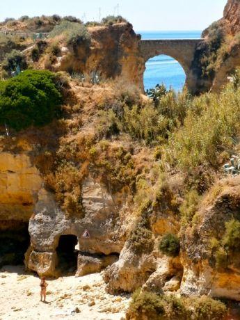 Beschut baaitje aan de Algarve