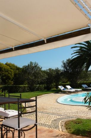 Terras met zicht op het zwembad