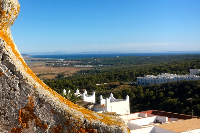Uitzicht vanaf het dakterras: aan de overkant van de oceaan; Afrika