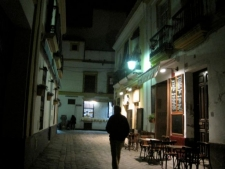 Straatje in Barrio Santa Cruz in Sevilla