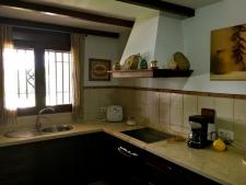 Volledig ingerichte keuken met bijkeuken