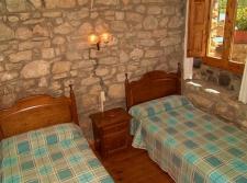 Slaapkamer van een van de drie huizen