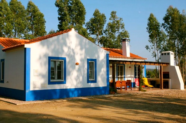Een van de huisjes met twee slaapkamers