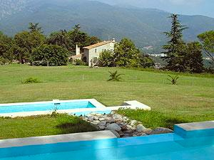 De Masia en het zwembad