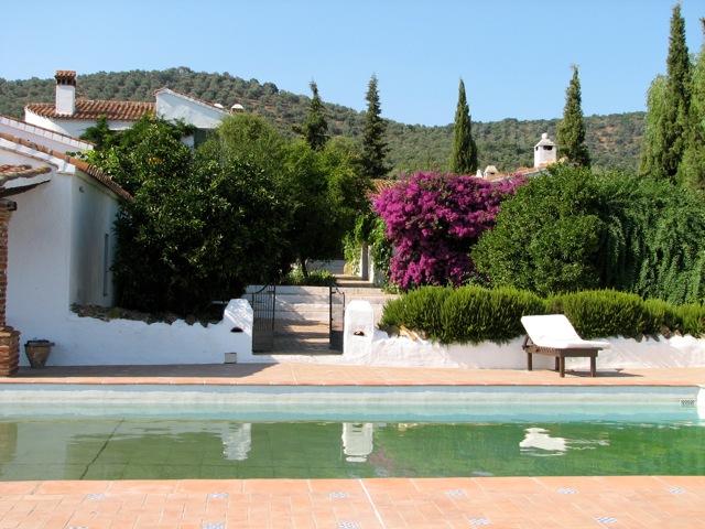 Zwembad bij Cortijo Cazalla de la Sierra