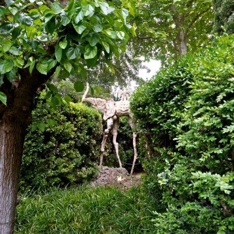 De tuin van het museum-kasteel van Gala, de vrouw van Dalí, in Pubol
